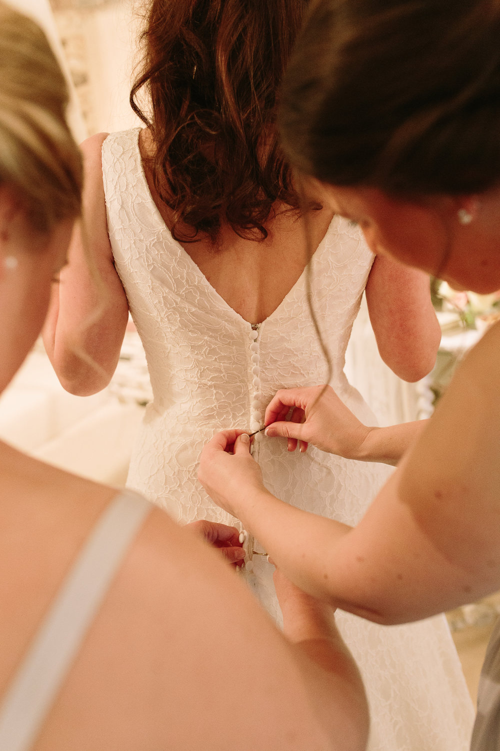 bridal prep at upwaltham barns