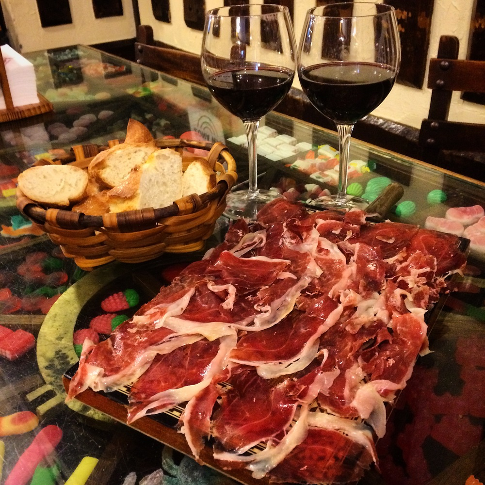 Jamón de Bellota, bread and 2 glasses of rioja at La Cepa