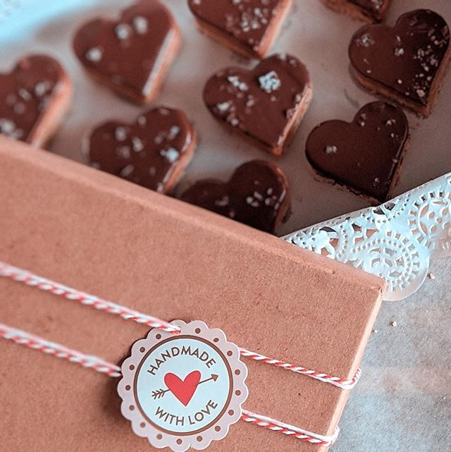 Heart-Shaped Millionaire Shortbreads ❤️ The perfect Gift 🎁 for Valentines Day! Use PROMO CODE: CUPID before midnight tonight 2/11 to get FREE DELIVERY on 2/14! 🚚 (*only available in Miami) --  click link on bio