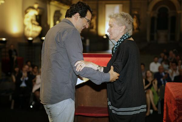 Il vincitore Juan Gabriel Vasquez con Beatrice Monti della Corte