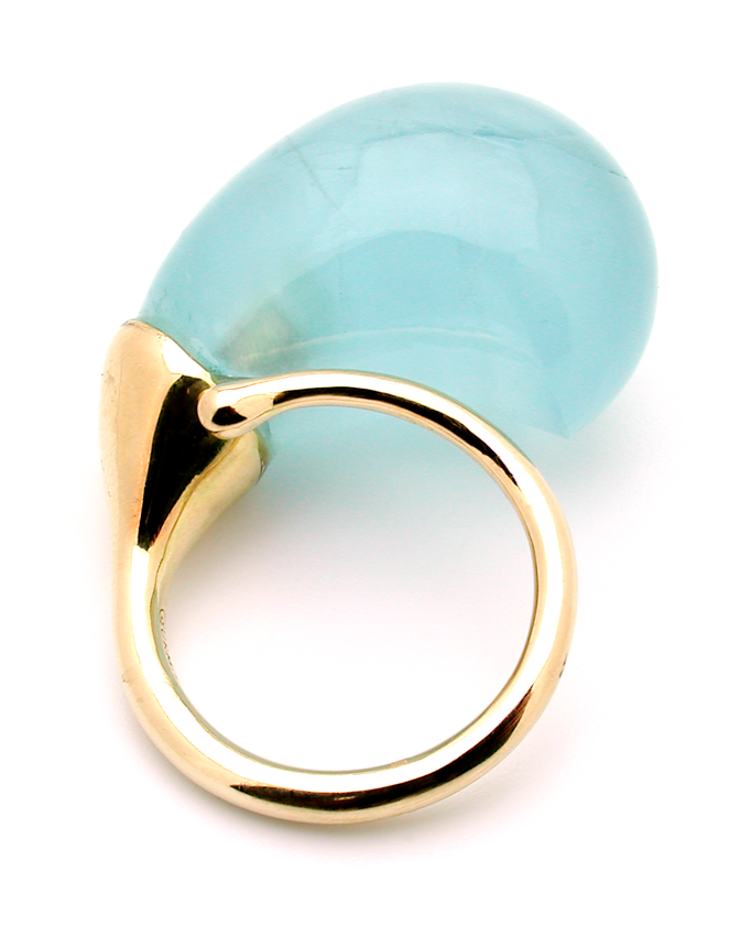 Rosebud Ring in 18 carat gold and aqua marine