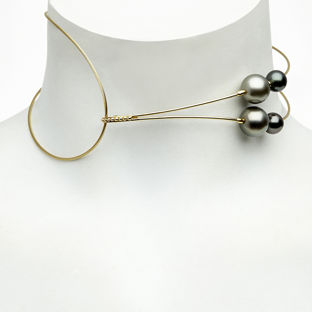 Gurmit's Toga choker in yellow gold and Tahitian pearls.