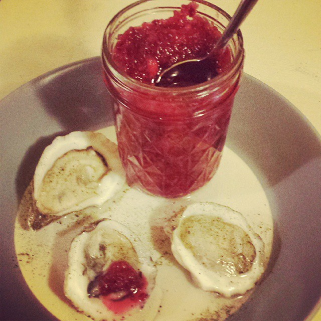 #seafoodeve begins with Sorrento oysters, Moon and Tide Diatomic Dust and @cheffrankyg Fermented Cranberry Chutney