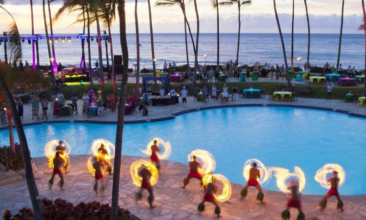 Hilton-Waikoloa-Village-Fire-Show-940x564.jpg