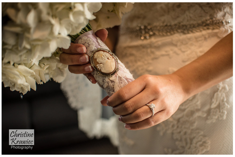 Love the broach on the bride's bouquet!