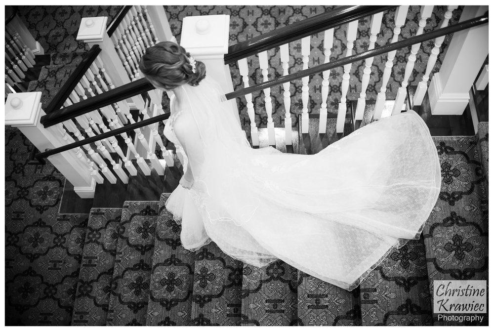 17 bride-and-groom-first-look-hershey-country-club.jpg