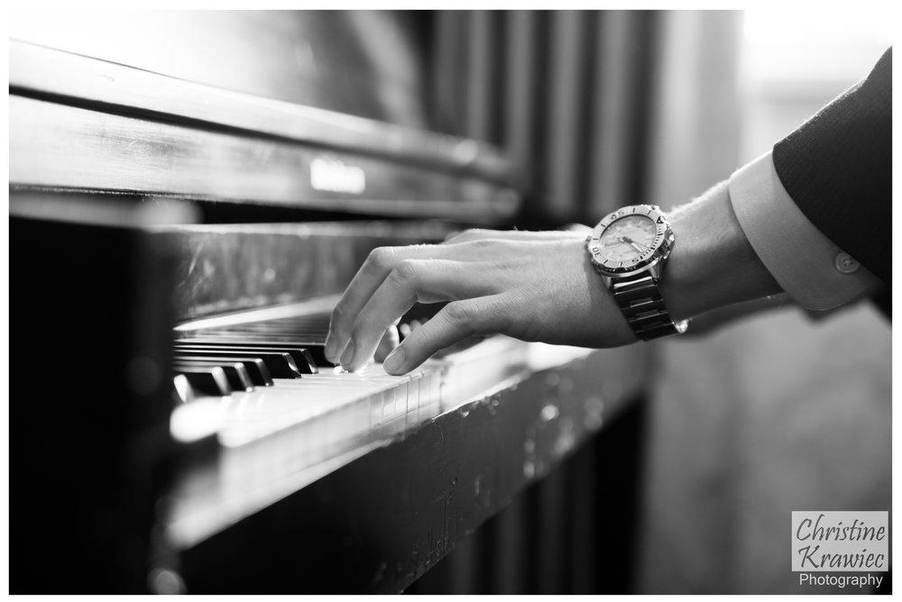 30 groom-playing-piano.jpg