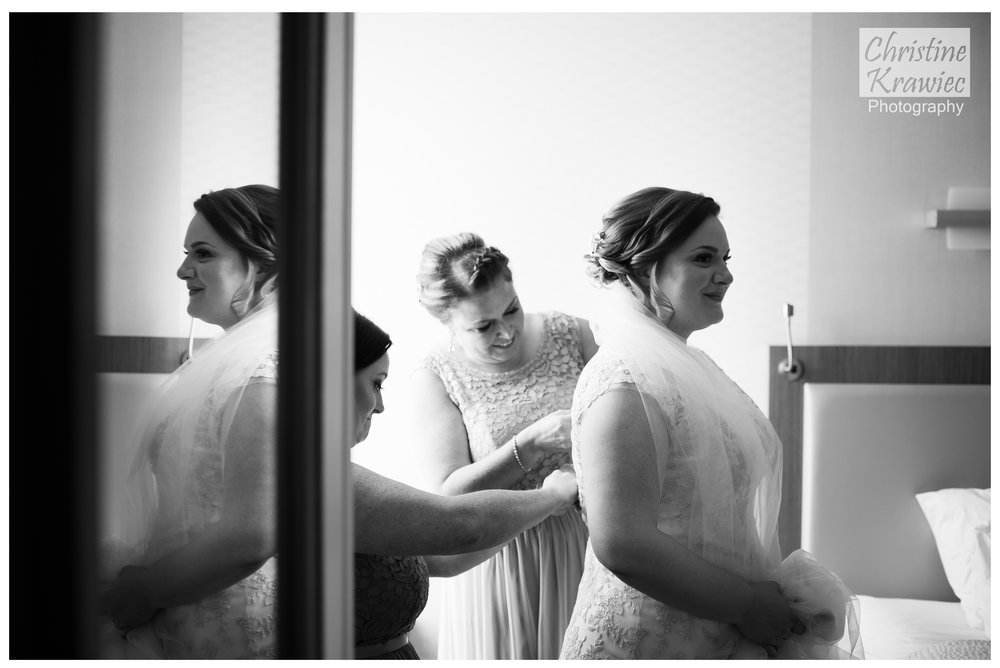 4.1 bride_getting_ready.jpg