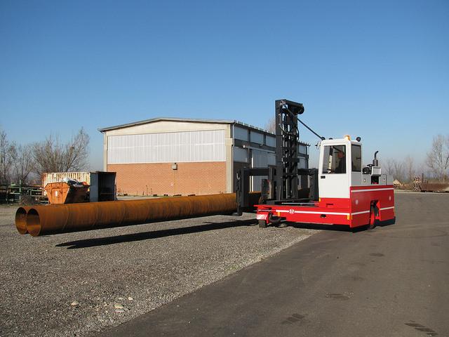 CVS Ferrrari / BP sideloader handling long load with ease.