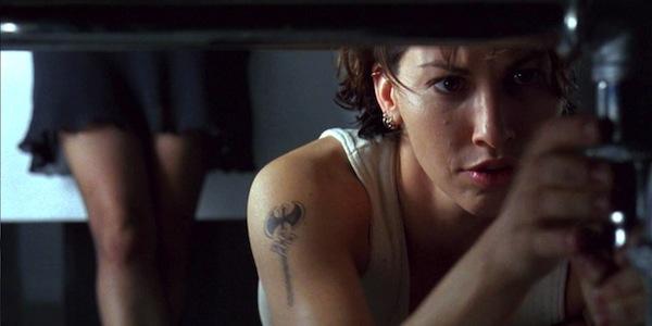 Gina Gershon in Andy Wachowski and Lana Wachowski'sBound