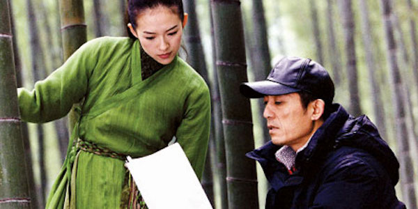 Zhang Yimou (right) gives pointers to Zhang Ziyi on  The House of Flying Daggers  set
