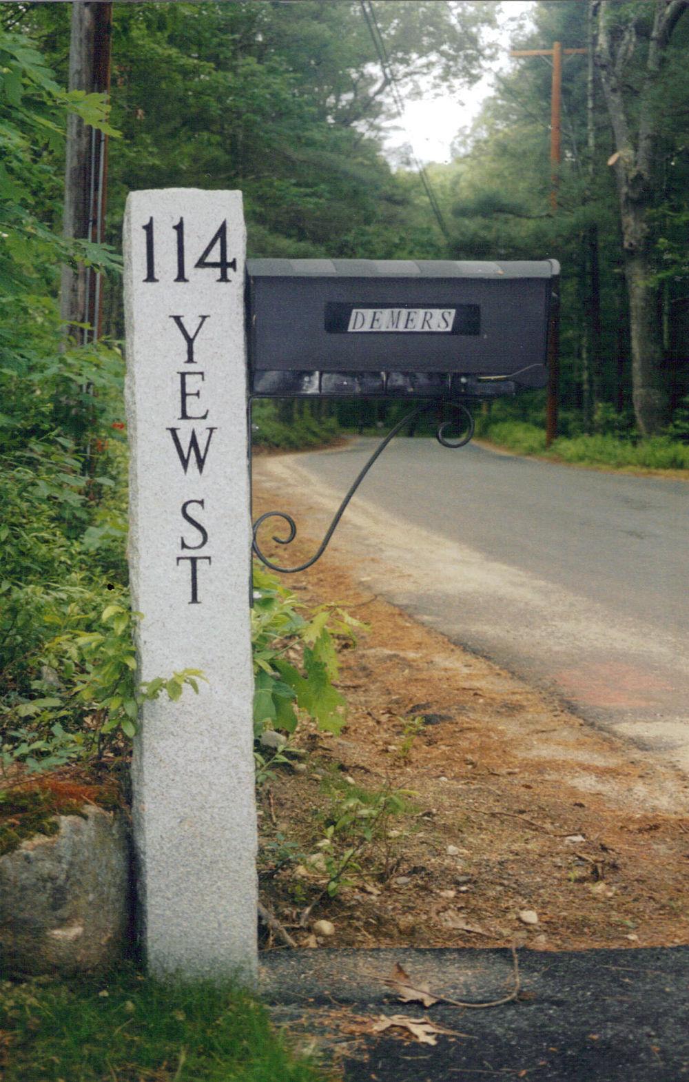 mailbox-yewSTleft.jpg