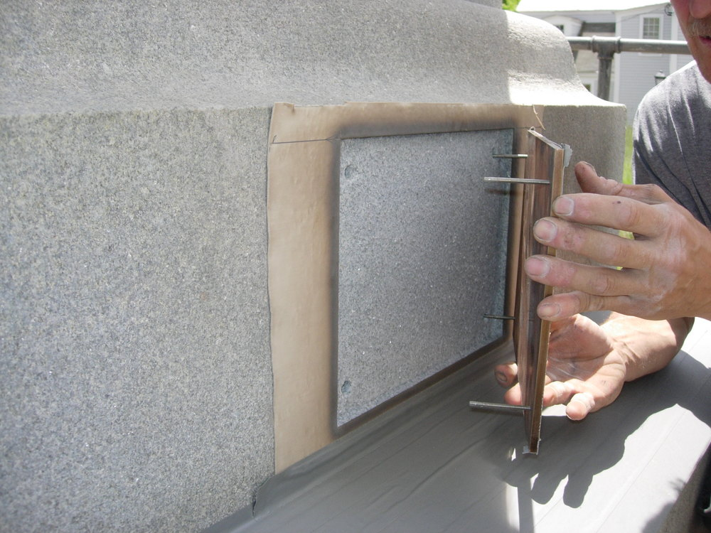 Setting the plaque into the niche