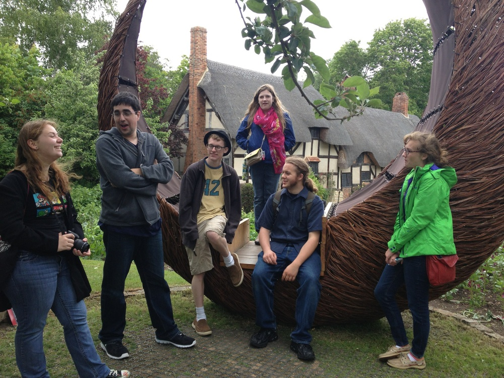 Students at Anne Hathaway's Cottage, the farmhouse where Anne Hathaway (the wife of William Shakespeare) lived as a child in the village of Shottery, Warwickshire, England.