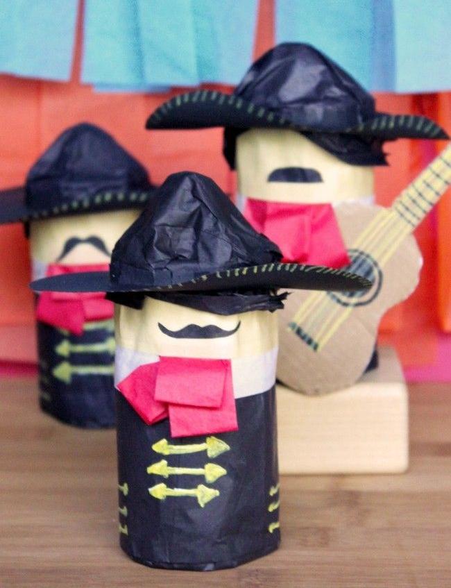 Mariachi mini piñatas