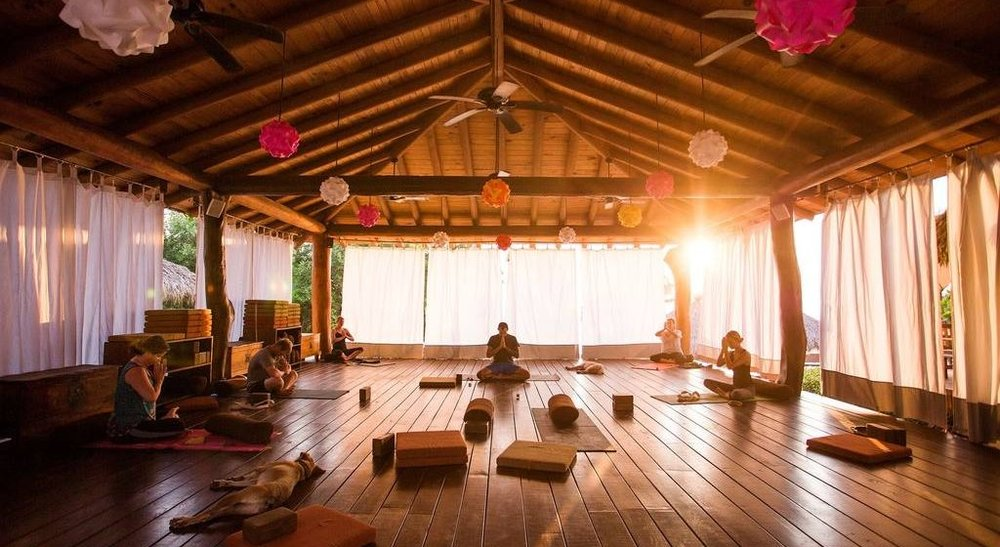 141-present-moment-retreat_boutique-hotel_spa-resort_yoga-retreat_restaurant_playa-troncones_guerrero-mexico_chris-hannant-photography_gentle-yoga_yoga-platform.jpg.1024x0-1024x560.jpg