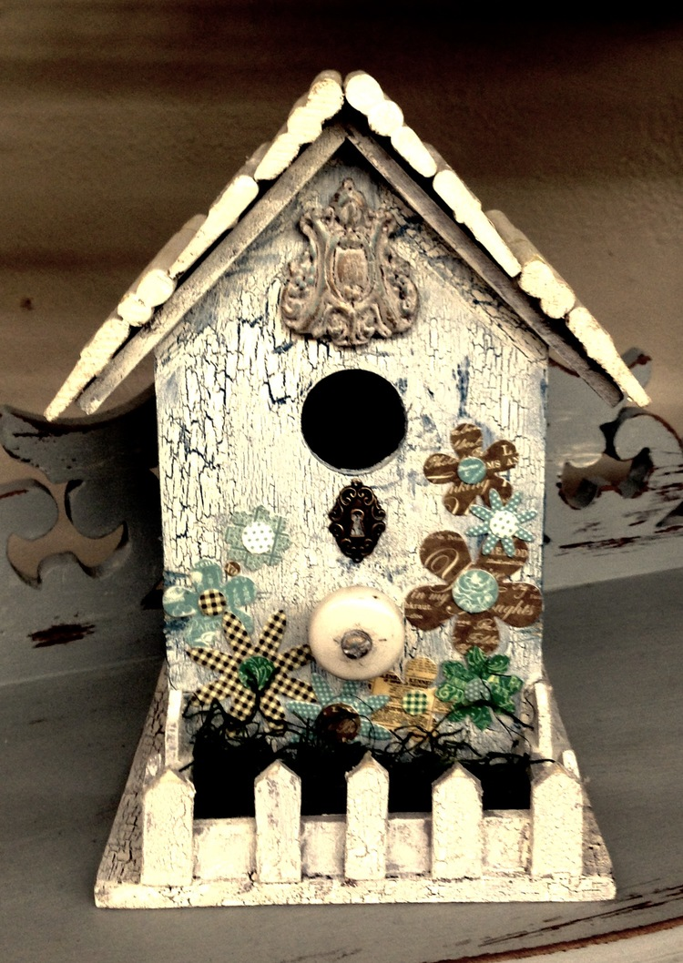 DECORATIVE COTTAGE STYLE BIRD HOUSES