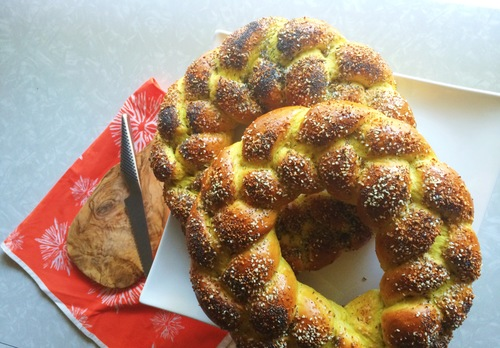 vegan-challah-with-everything-toppings.jpg