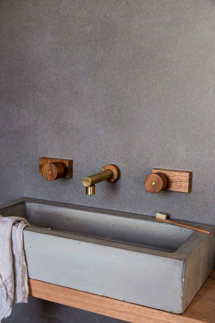 Oscar round timber taps.