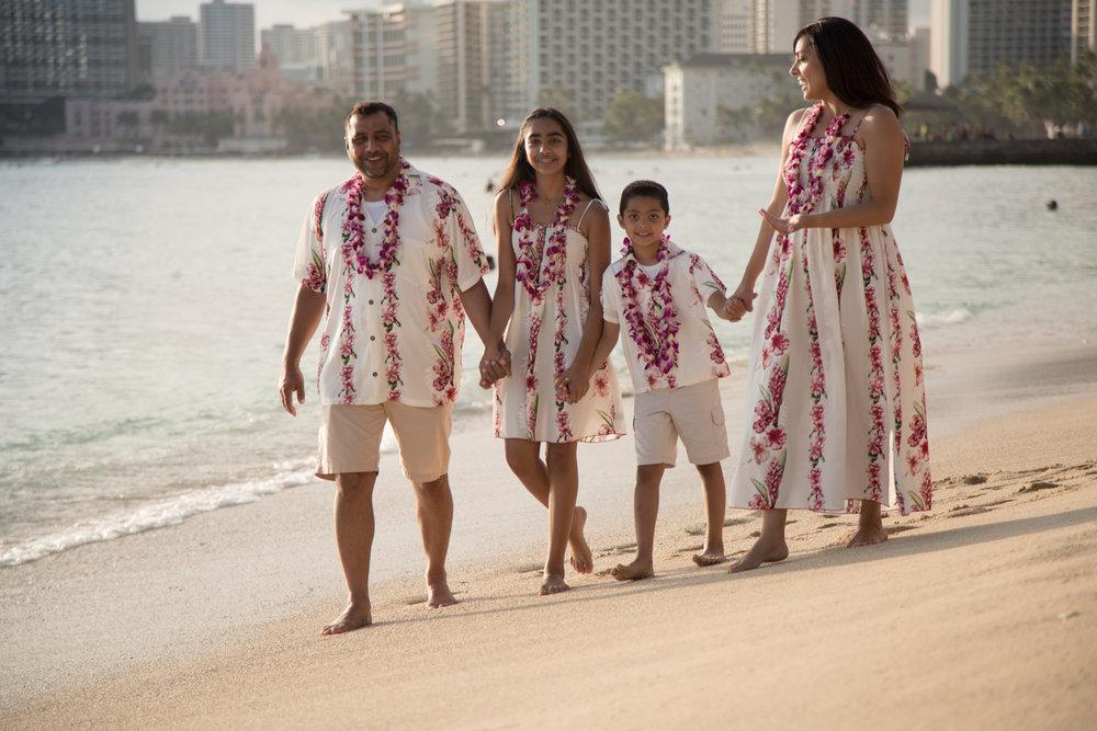 Waikiki Beach Family-6.jpg