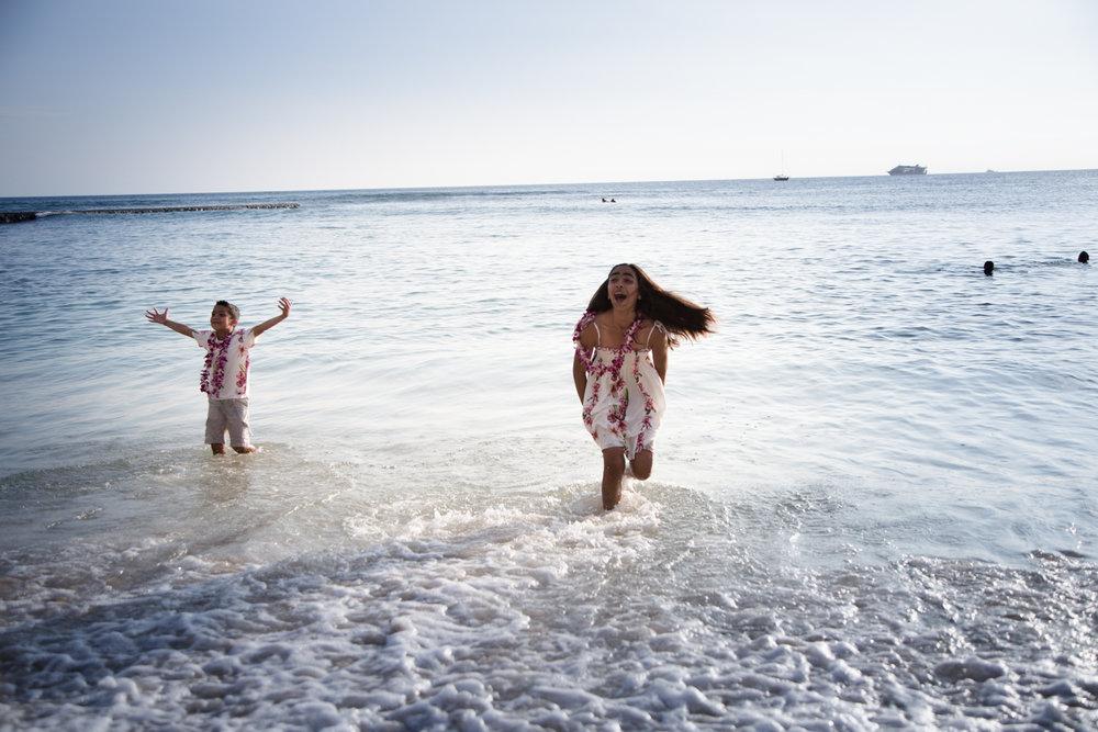 Waikiki Beach Family-17.jpg