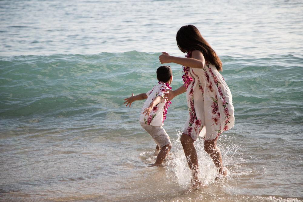 Waikiki Beach Family-16.jpg