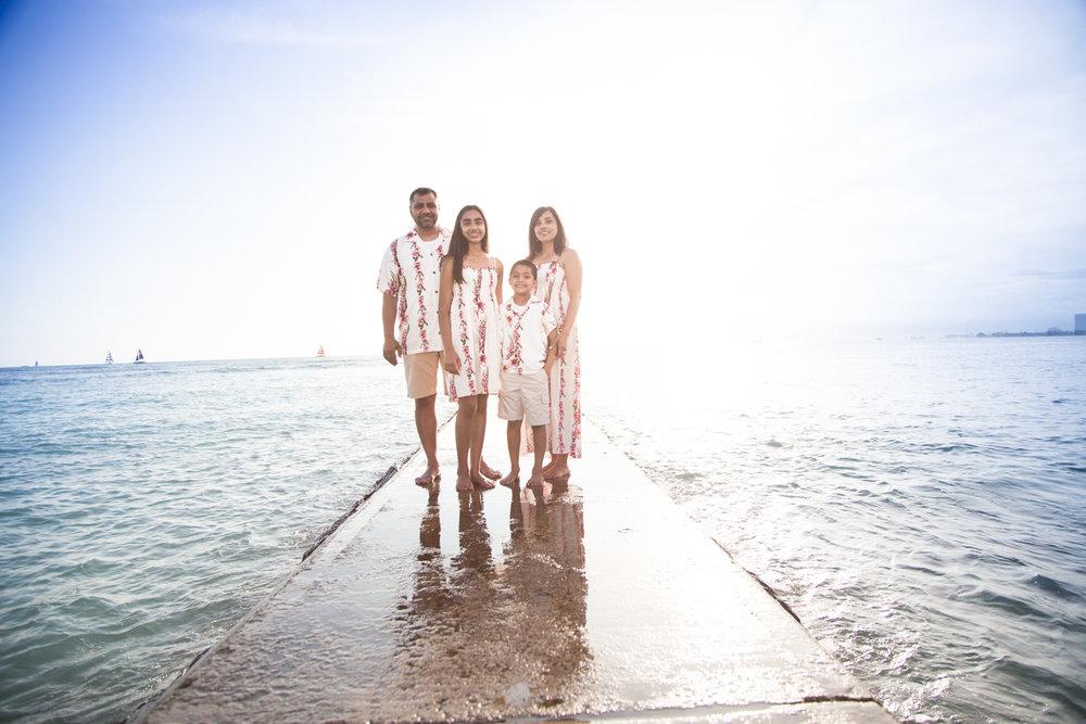 Waikiki Beach Family-31.jpg