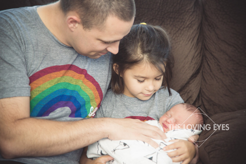 Hawaii newborn photography of father, daughter and baby in home