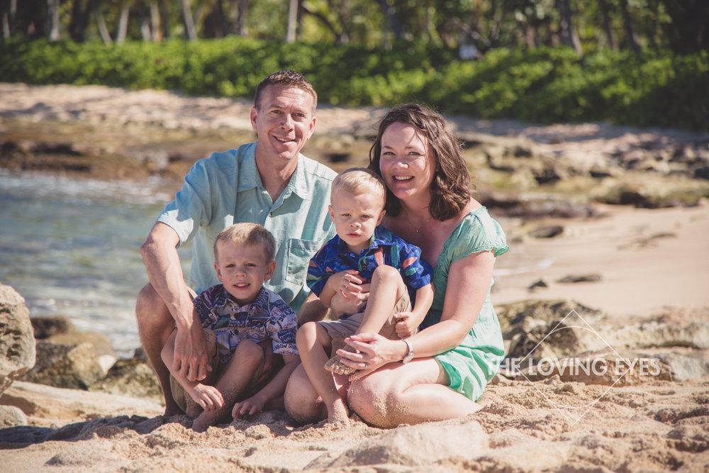 Family portrait in Hawaii on the beach in Ko Olina