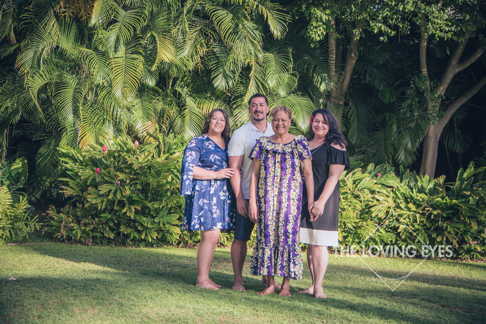 Family portrait of siblings and mother during a Hawaii vacation in the garden at the Hilton Hawaiian Village