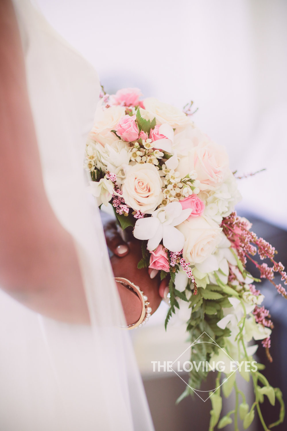 Bride with her gorgeous bouquet at the Hanalani Chapel in Hawaii