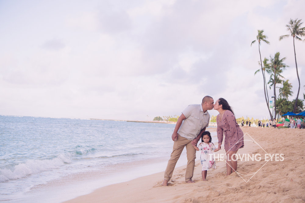 Family walking on the beach during vacation in Waikiki in Hawaii