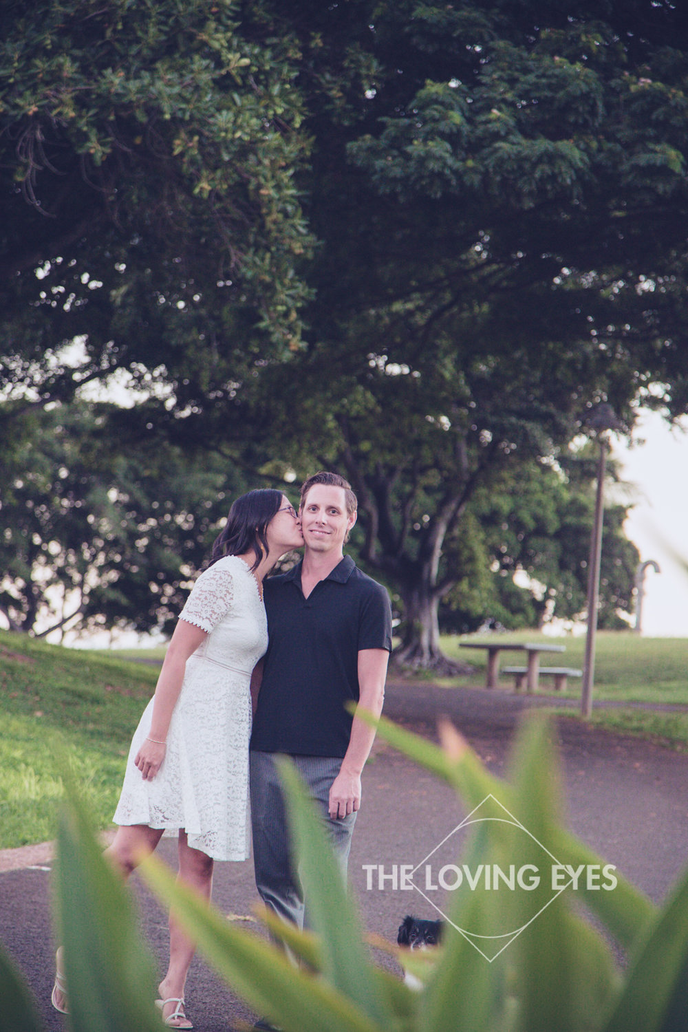 Engagement photo in the park in Hawaii