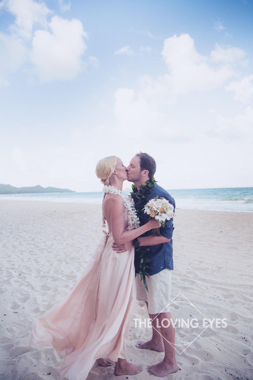 Romantic Hawaiian beach elopement