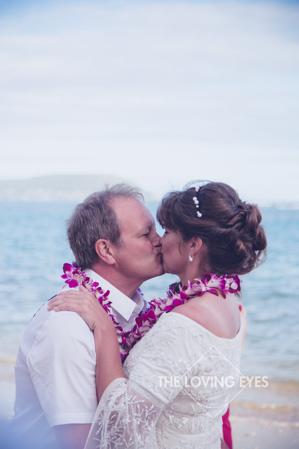 Hawaiian-beach-elopement-3.jpg