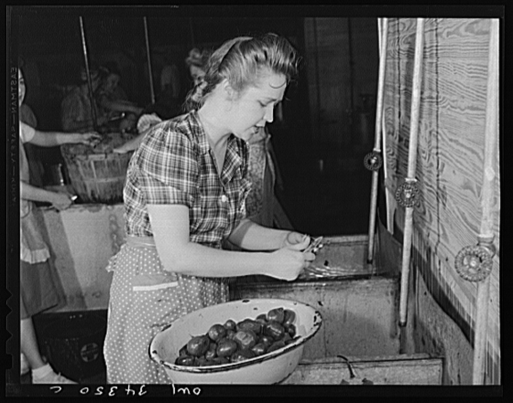 The Farm Security Administration (FSA) was charged with working on the complex problem of farming and rural poverty. Self-sufficiency and thus home canning was a part of the program. Mrs. Thomas Benton, June 1943. Library of Congress, Prints and Photography Division, FSA/OWI Collection, #LC-USW3- 034350-C.