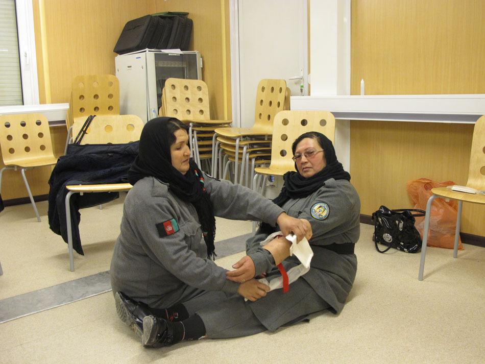 Kvinnor får utbildning i akutsjukvård