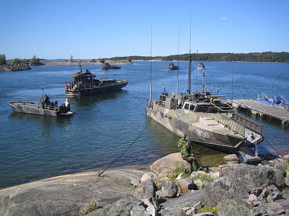 Finska och svenska stridsbåtar i förbrödning
