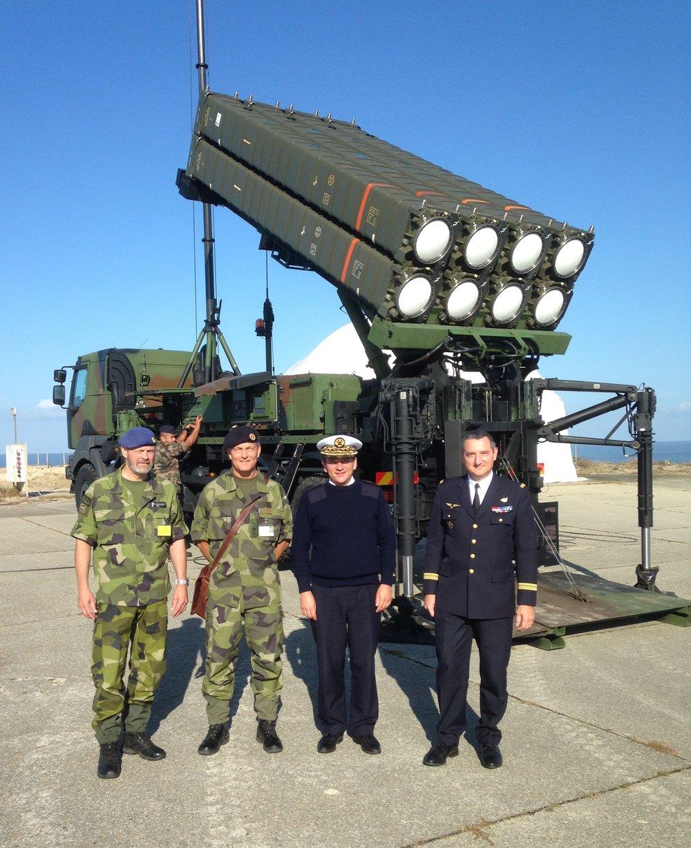 Förevisningsskjutning med franskt luftvärnsrobotsystem. Tillsammans med general Johan Svensson, FMV
