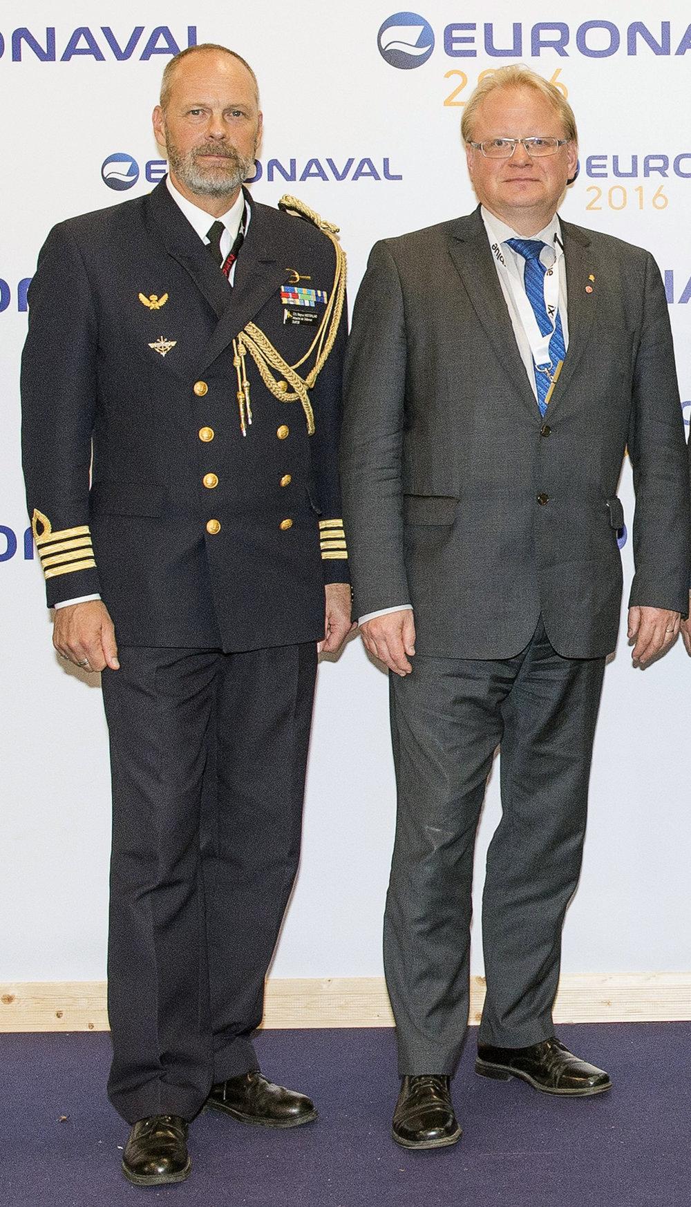 Vid den marina försvarsmaterielmässan Euronaval tillsammans med försvarsministern