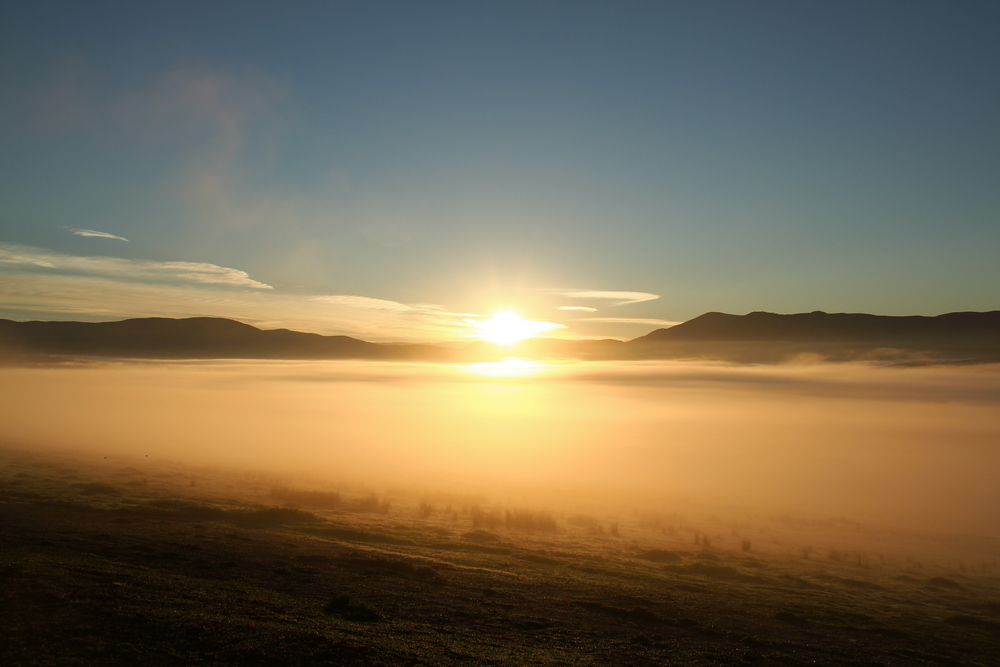 The sunrise that I couldn't see again. 這裡工作辛苦,但是有很美的日出看!