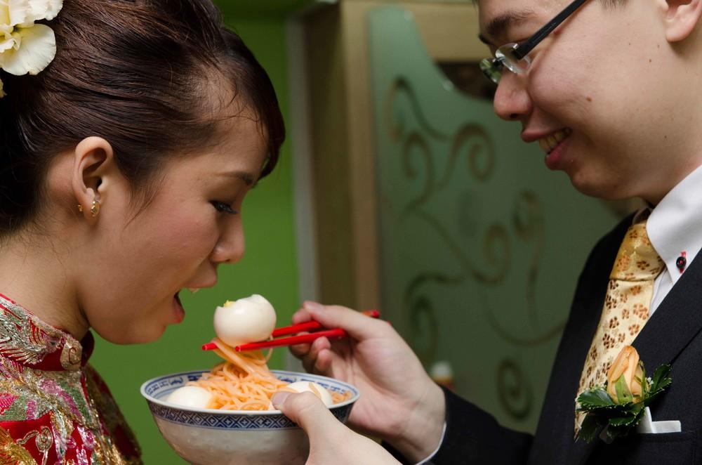 groom-feed-bridge-chinese-egg-tradition