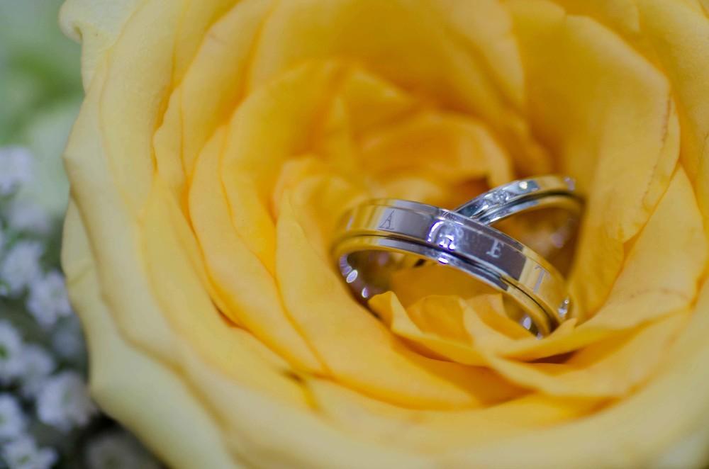 wedding-ring-yellow-rose