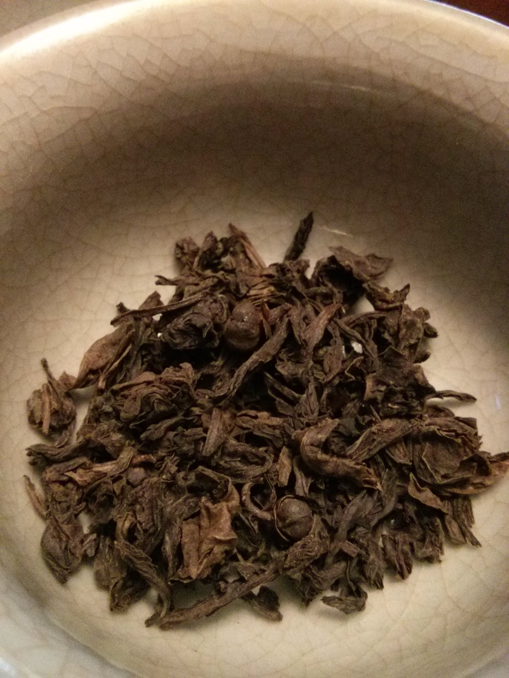 The loose tea smelled very similar to the Da Hong Pao I recently had. It's a roasted tea, so it will dominate the smell of the loose tea.