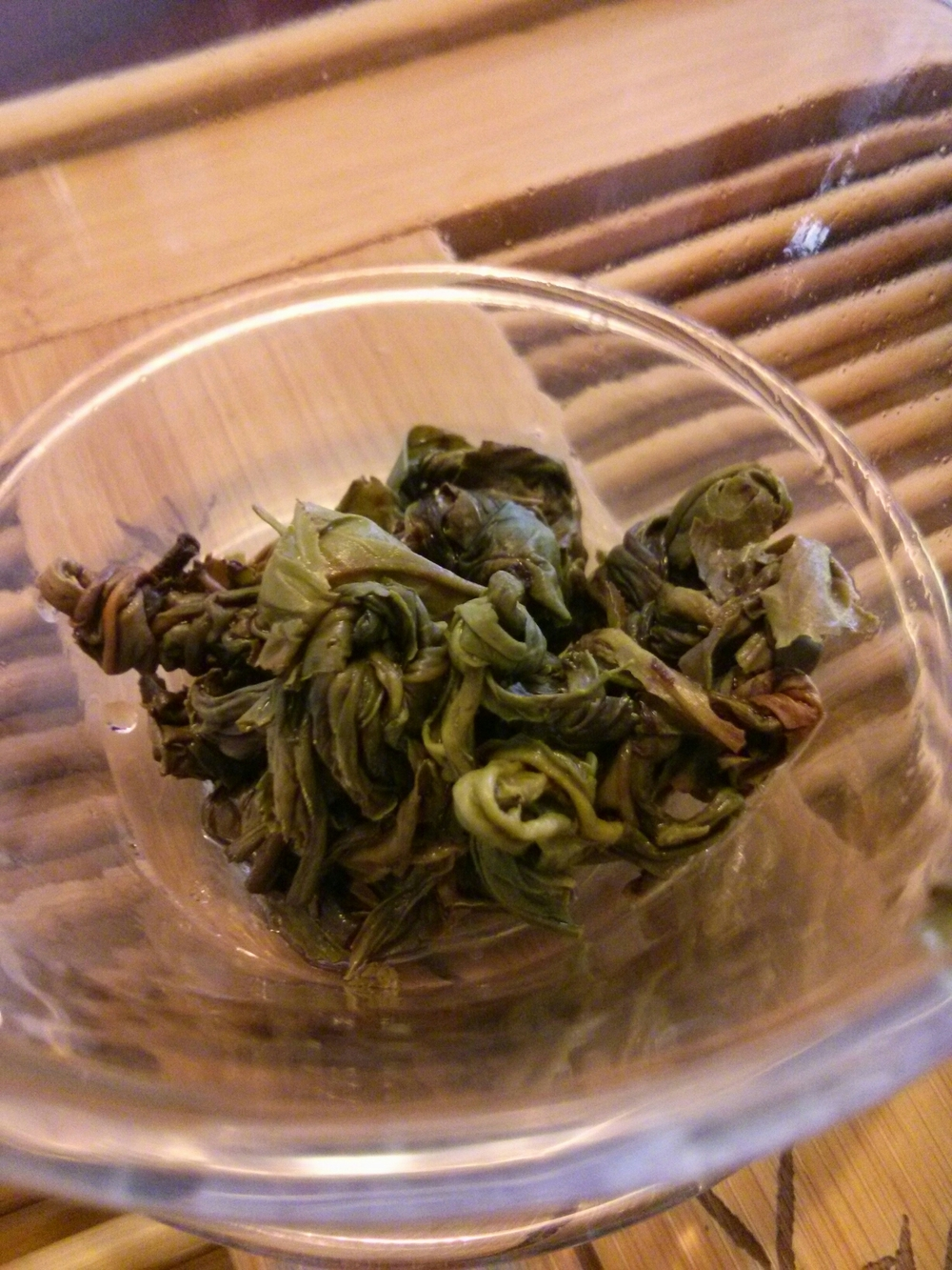 Opened leaves after a few steepings. The leaves were a beautiful green color with little withering. That may account for the similarities to Bi Luo Chun, a green tea.
