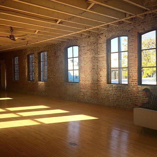 Morning light in the Loft at Firehouse Studio/ Hudson Ricer Studios. #hudsonriverstudios #theloft #tommycanyouhearme #deliciouslight #daylightrentalstudio