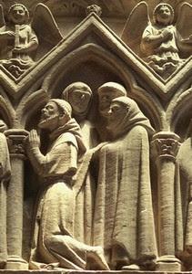 Aubazine (France, Limousin, Corrèze). Détail du tombeau d'Étienne d'Obazine: un groupe de convers