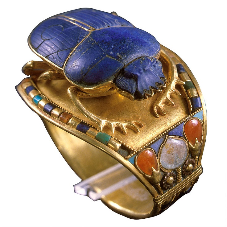 Bracelet of Tutankhamun with Sacarab, Gold, Lapiz, Carnelian, Turquoise, and Quartzite. Photo credit: Pinterest