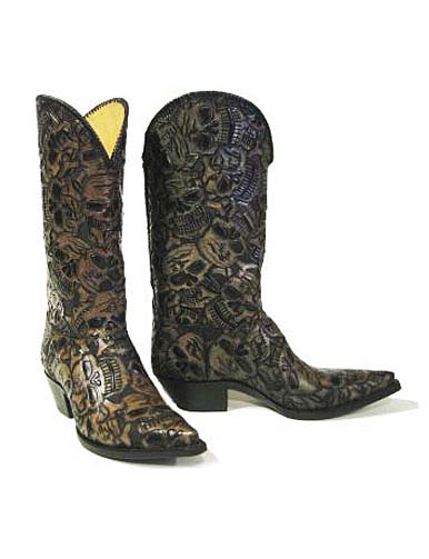 62 Muertos (dead guys) is one of our most popular tooled boots. The skull design is subtle, but can be tweaked depending on the coloration to be more tough or blend a little more.
