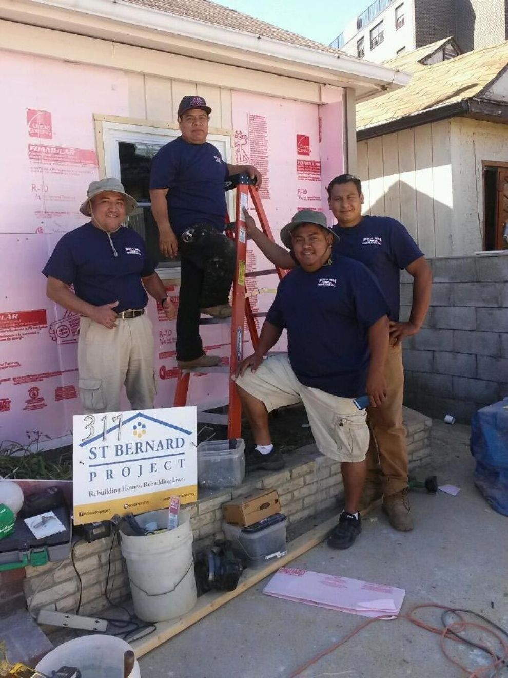 CARLOS LEZAMA, VICTOR HERNANDEZ, HENRY LEZAMA AND MANUEL ESCOBAR OF ROCA MIA CONSTRUCTION FINISHING A JOB IN FAR ROCKAWAY, QUEENS, IN JUNE OF 2014. PHOTO CREDIT: ROCA MIA